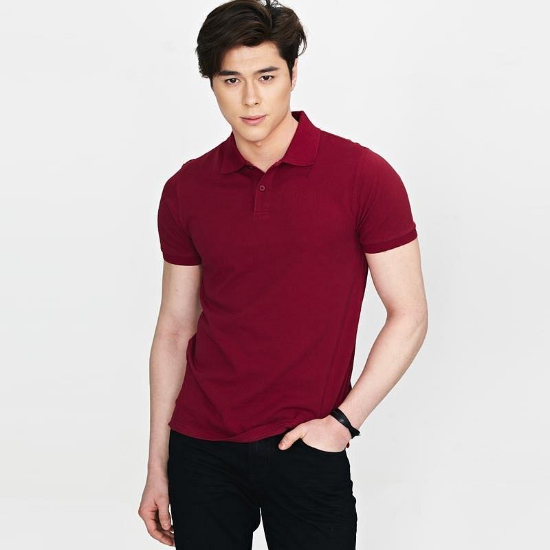 酒红色翻领T恤衫