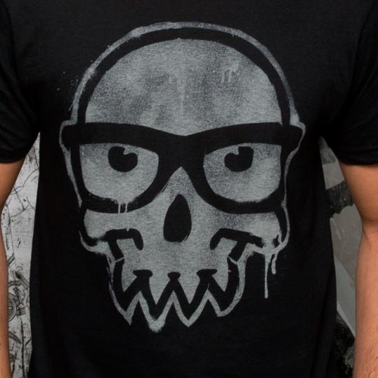 黑色图案t恤